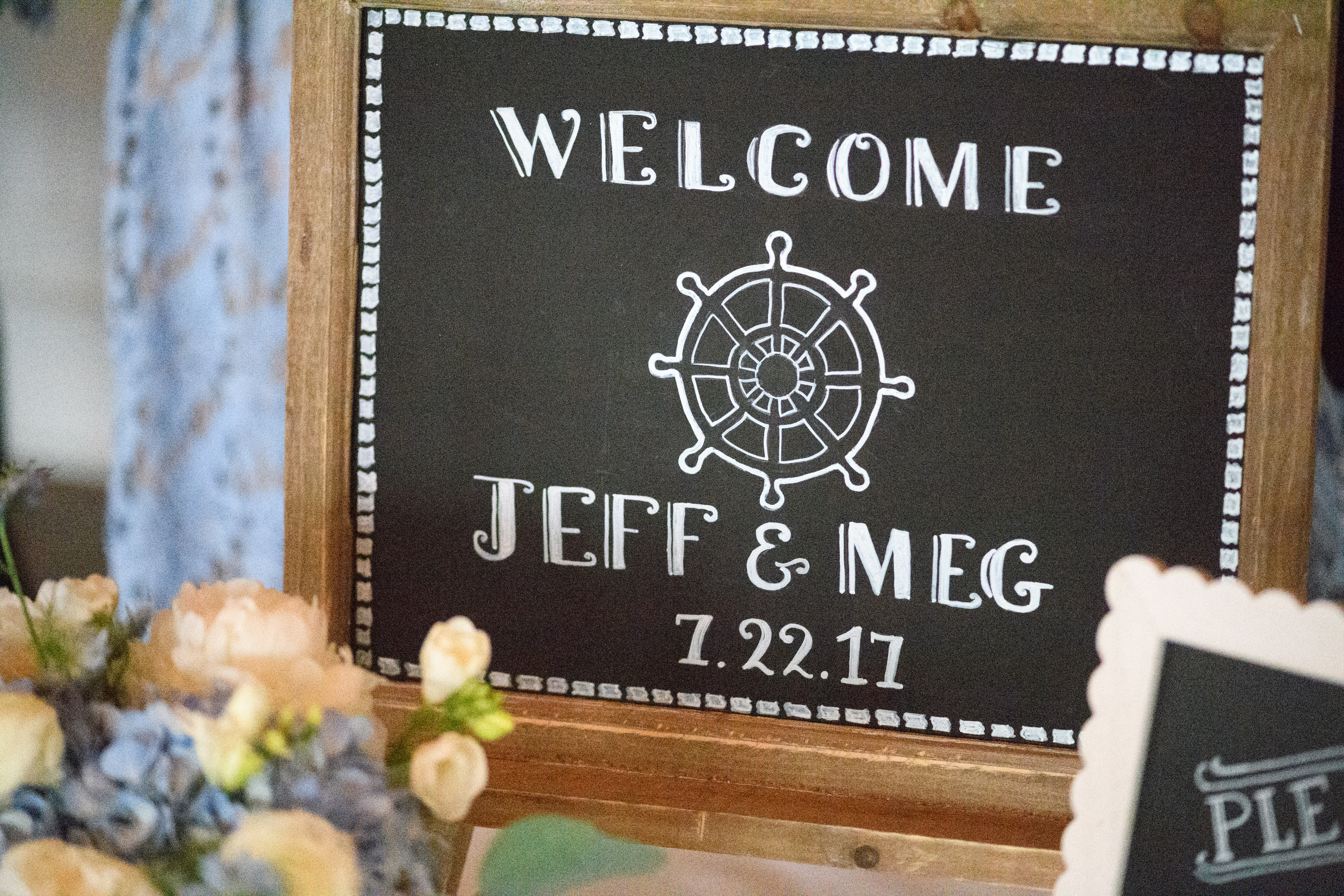 Pretty Post: Megan & Jeffery's Classic Shoreline wedding. Desktop Image
